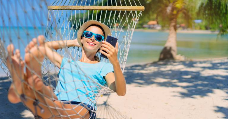 Smartphone aan het strand